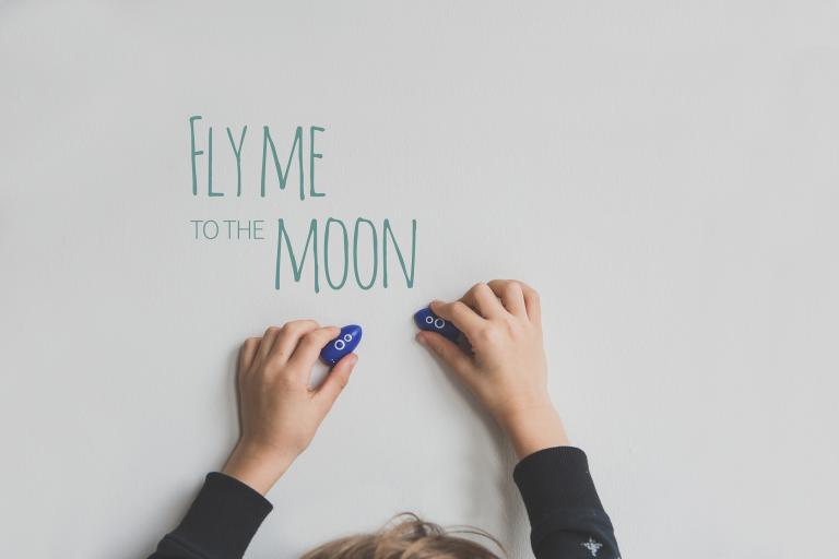 To the moon magnets blister AP Junior