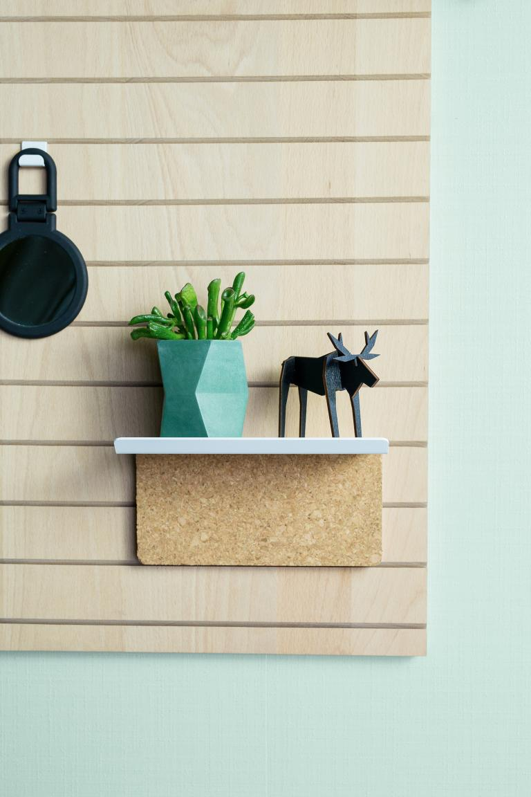 WO+RK | pinshelf white metal and cork